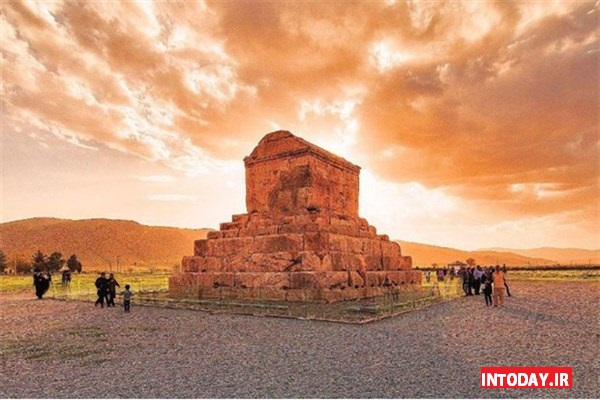 پاسارگاد شیراز، مقبره کوروش کبیر