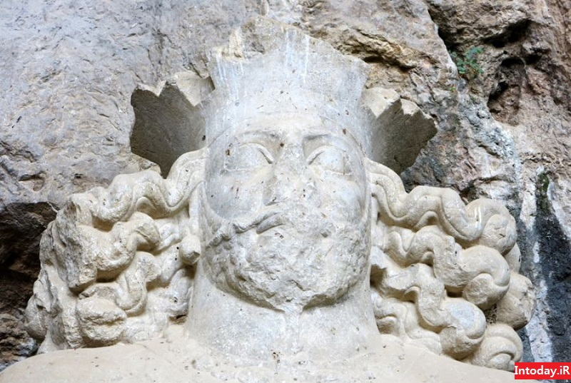 غار شاپور اول - مجسمه شاپور