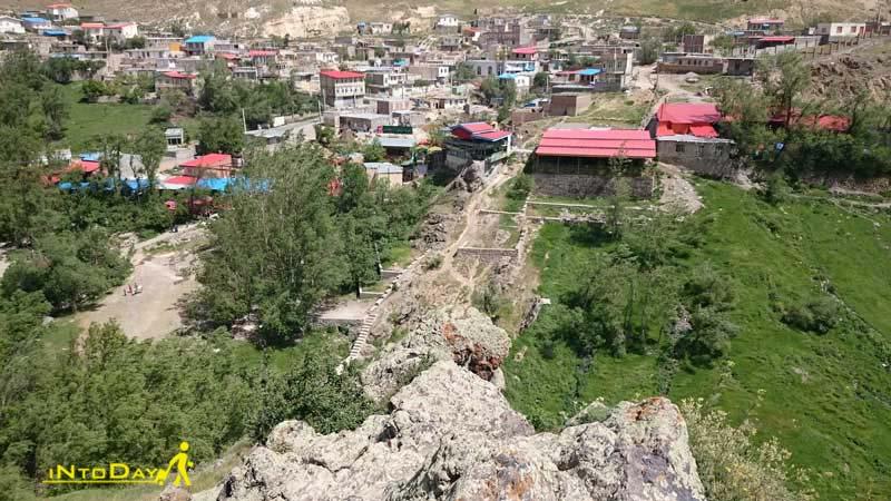 روستای ویلا دره یا بیله درق در سرعین