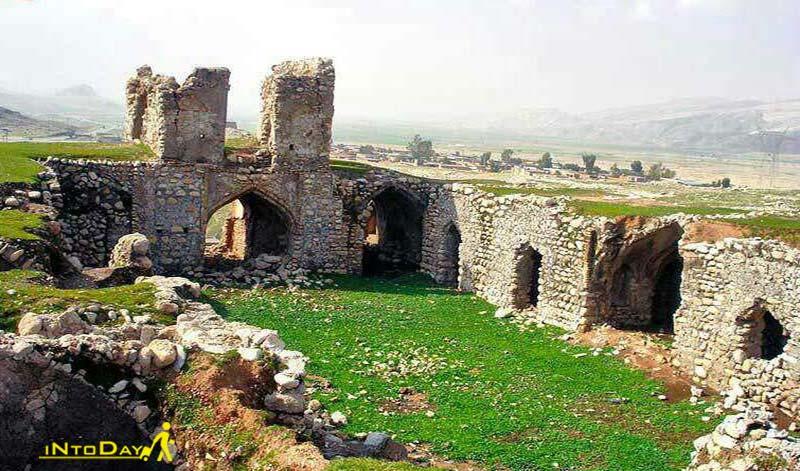 قلعه رزه یا رزمان از اماکن تاریخی اندیمشک