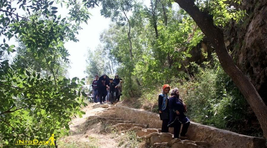 مسیر پلکانی آبشار گل آخور