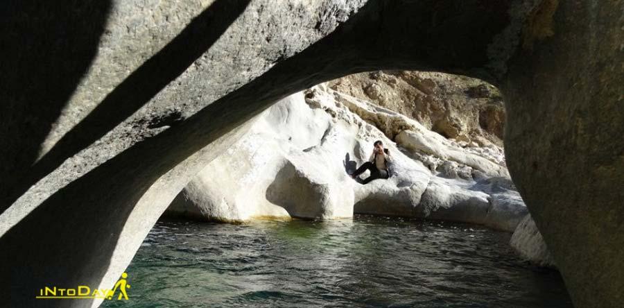 آبشار کمردوغ قلعه رئیسی در کهکیلویه و بویراحمد