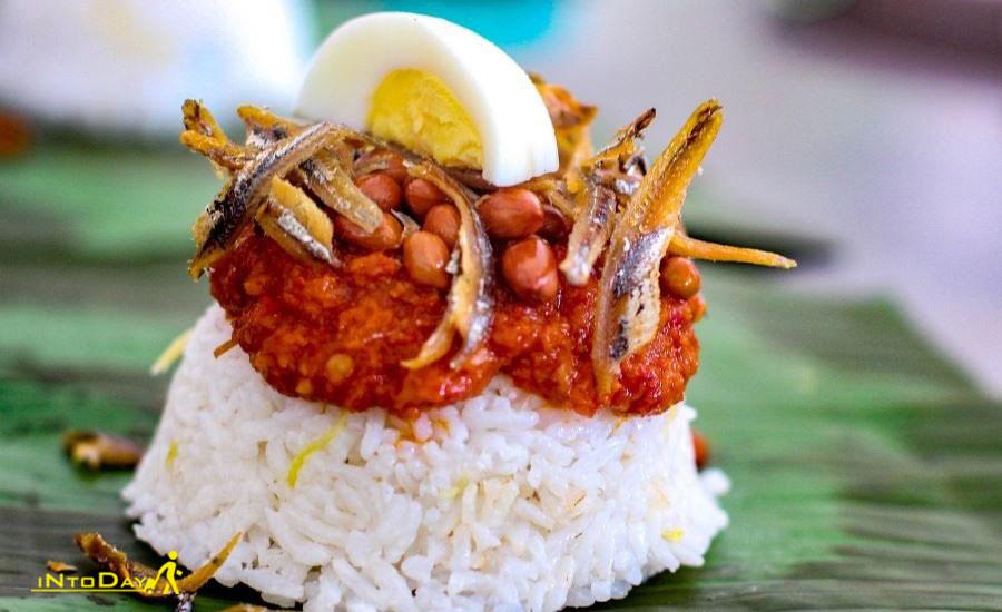 ناسی لمک از غذاهای محلی مالزی