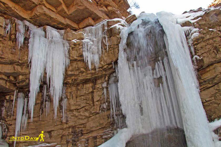 آبشار و قندیل های یخی آوستا ابرسج